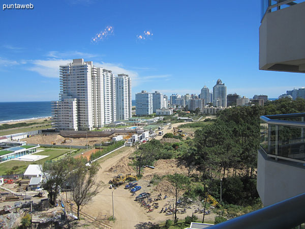 View south from the living room window.<br><br>In the background the towers Le Parc and the Atlantic ac�ano Lobos and Brava Beach skyline.