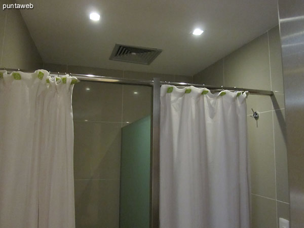Detail of the bathrooms in the relaxation room.