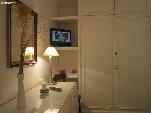 Access to the master bedroom, west side.<br><br>Details of the location of the TV.