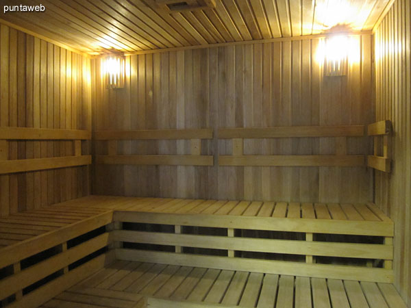 Access to dry sauna.
