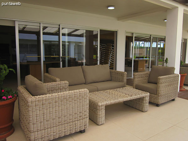 Patio over barbecues sector.<br><br>Conditioning with armchairs and coffee tables.