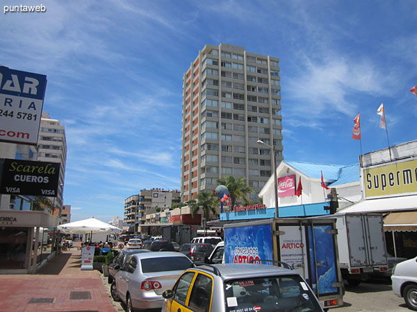 View along 29th Street in front of the building facing south over the Atlantic Ocean.<br><br>The Brava beach is two and a half blocks and Mansa three blocks and a half.