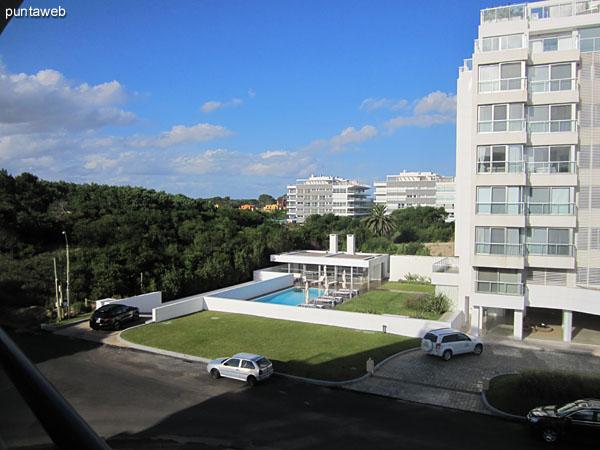 Vista desde el lateral este del balcón terraza en L hacia el este sobre la playa Brava.