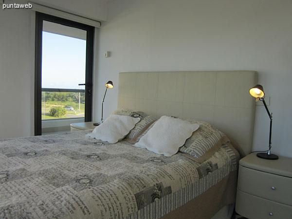 Suite principal. Situada al contrafrente y equipada con cama matrimonial.<br><br>Cuenta con aire acondicionador.
