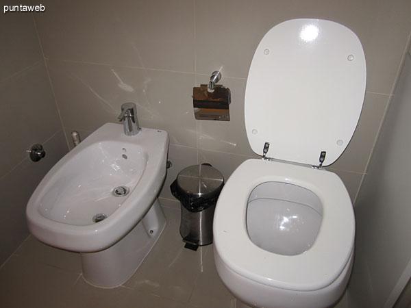 Detalle de la grifería monocomando del baño de la segunda suite.