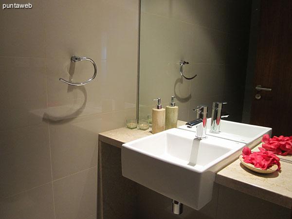 Toilette. Situado en el pasillo que comunica los dormitorios.