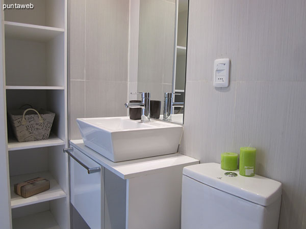 Ensuite to the master bedroom.<br><br>Internal, good sized and modern equipment.