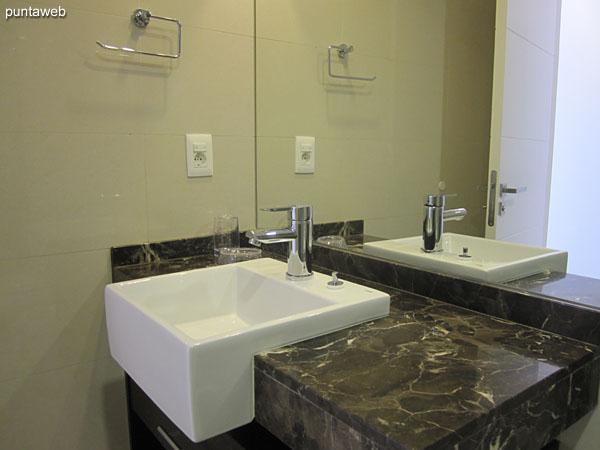 Detalle del baño en la tercera suite.