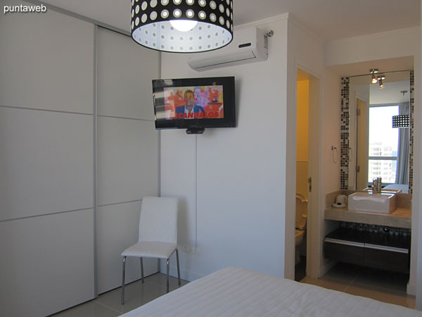 Suite. Located on the west side of the building overlooks Brava Beach to the south and west buildings environment.