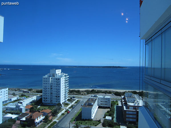 View of the bay of Punta del Este on the beach Mansa from the window of the suite.