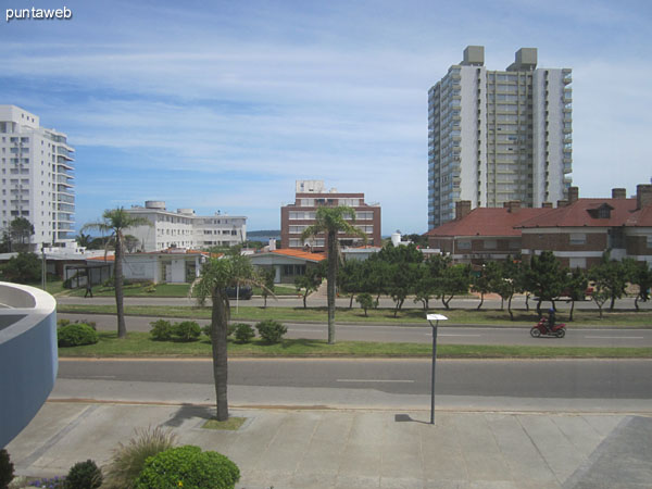 View from the gym to the front on Bulevar Artigas.