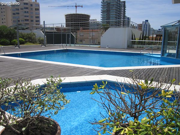 Overview space outdoor pools.