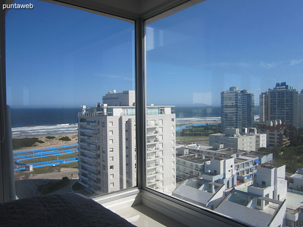 The suite offers views of the beach Brava to the front of the building and into the sunset towards the west suburb environment.