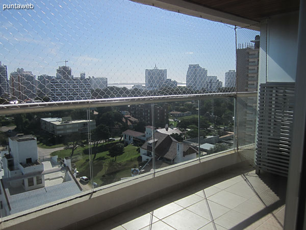 View to the southwest from the third bedroom window to the Brava beach and residential neighborhood environment and towers of La Pastora and Aidy Grill.