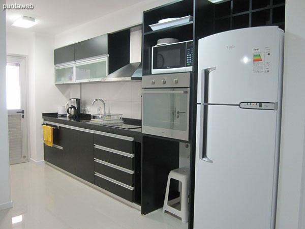 Kitchen. Spacious, with access to laundry and second terrace apartment balcony.<br><br>It has space for dining room, also it provides access to the corridor leading to the bedrooms.