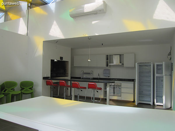 Barbecues building are equipped with barbecue stove, electric stove in glass–ceramic four–burner stove, oven, refrigerator and other appliances.<br><br>They have high chairs and bar as well as tables and chairs.