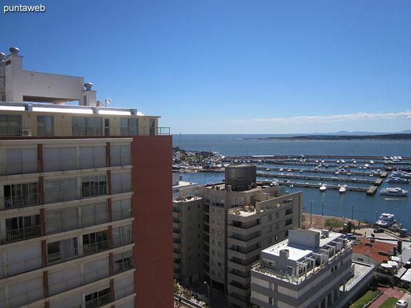 Vista hacia el suroeste desde la entrada al balcón terraza cerrado.