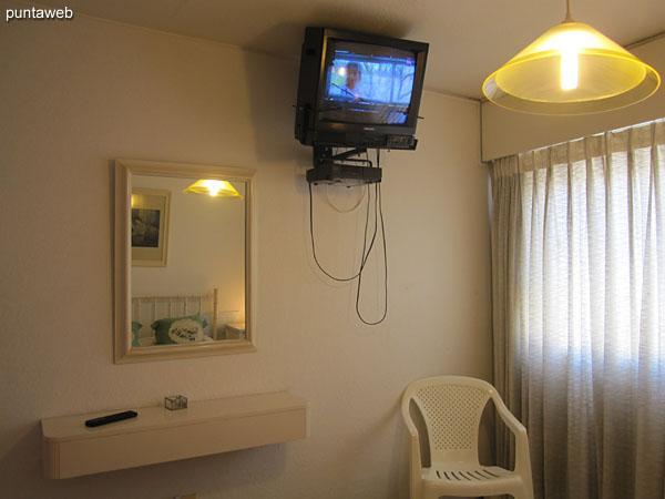 Dormitorio principal. Situado hacia el frente del edificio sobre la calle 23.<br><br>Acondicionado con cama matrimonial.