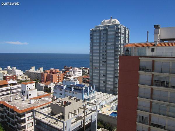 Vista hacia el puerto desde la ventana del segundo dormitorio.