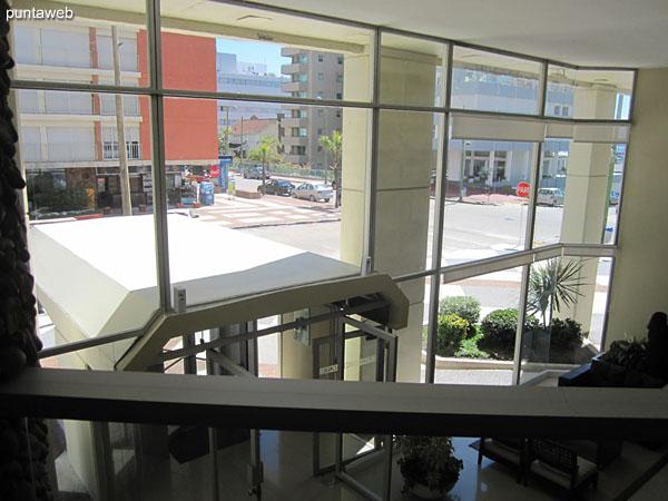 Vista general de la recepción del edificio.