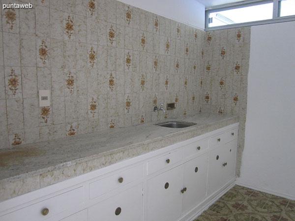 Baños en la sala de juegos y salón de usos múltiples.