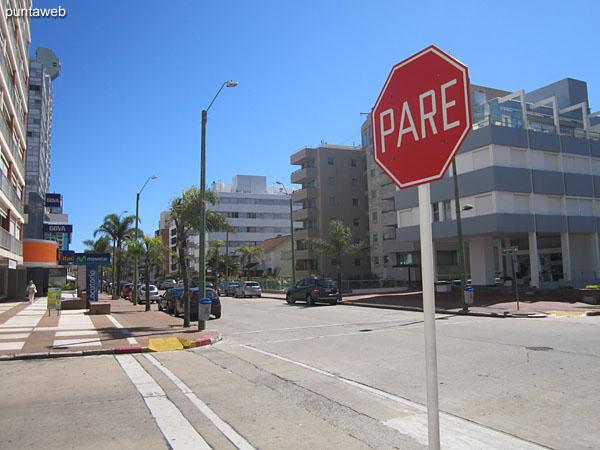 Calle 23 desde la esquina del edificio hacia el puerto.