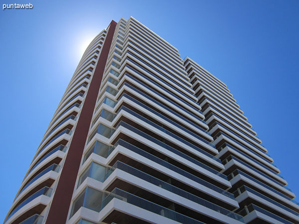 Icon Brava is located 100 meters dela Brava beach.