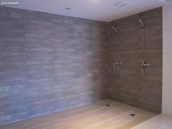 Sala de sauna seco y sauna húmedo. <br><br>En la imagen, sillones para masajes y relax.