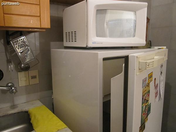 Cocina eléctrica de dos hornallas.