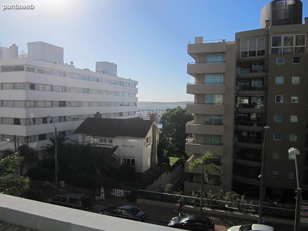 Fachada del edificio orientada al norte. El apartamento tiene el living comedor al frente y el dormitorio al lateral este.