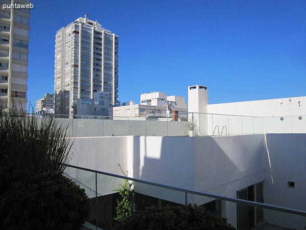 Recepción del edificio sobre la calle 17.