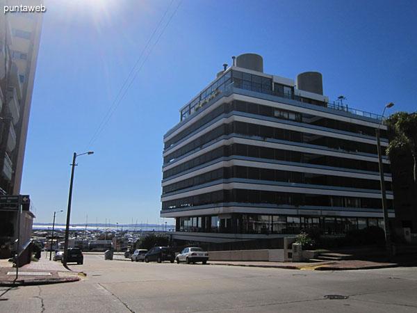 Fachada de Sea Port situado en la esquina de Av. Gorlero y calle 17.