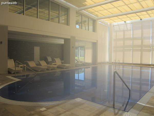 General view of the heated pool.
