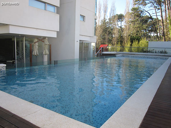 Overview of the pool outdoors.