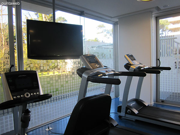 Detail gym. Located to the building on the south side. Very bright and well equipped.<br><br>It includes treadmills, stationary bikes and weight machines.