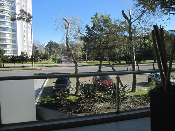 View toward Av. Roosevelt in front of the building from the window of the suite.