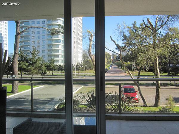 Vista hacia la Av. Roosevelt desde el segundo dormitorio.