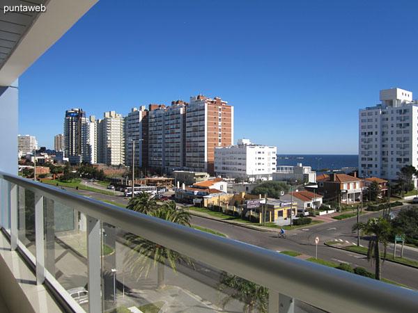 Vista desde el balcón terraza del apartamento hacia la península de Punta del Este.
