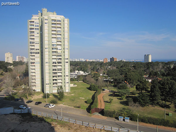 Vista desde el segundo dormitorio hacia el sur sobre los barrios residenciales.