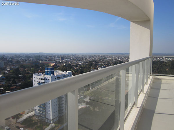 Vista hacia el noroeste desde la terraza del edificio.