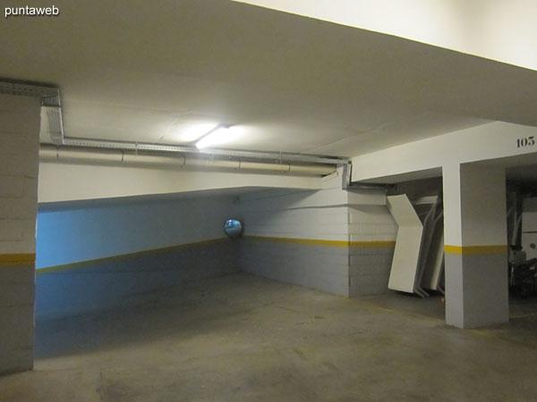 Acceso al garage en subsuelo.