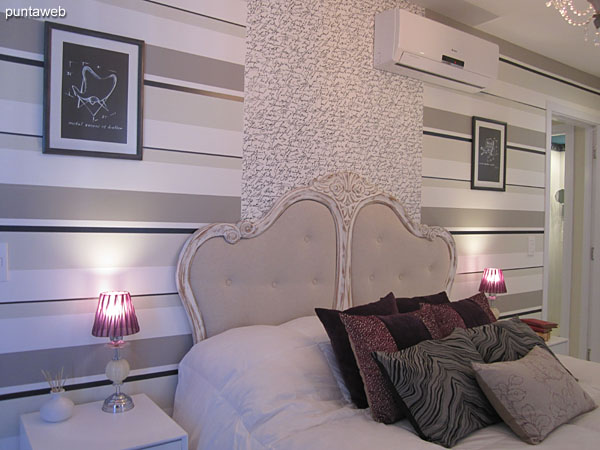 Suite. Situada hacia el frente y lateral oeste del edificio.<br><br>Equipada con cama matrimonial, aire acondicionador.
