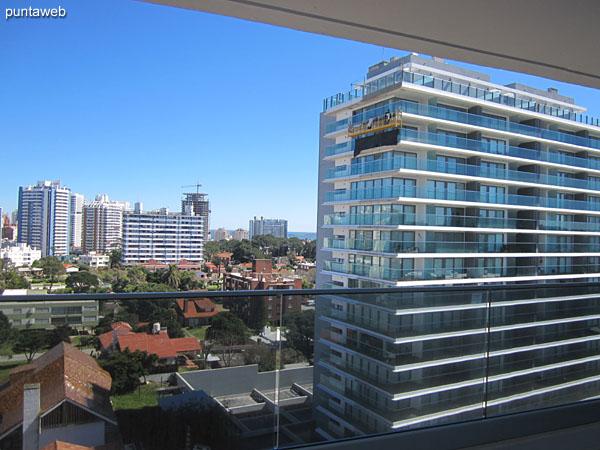 Vista hacia el suroeste desde el balcón terraza en la esquina próxima a la suite.