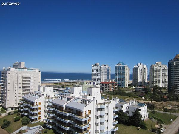 Vista hacia el oeste desde el balcón terraza en la esquina próxima a la suite.
