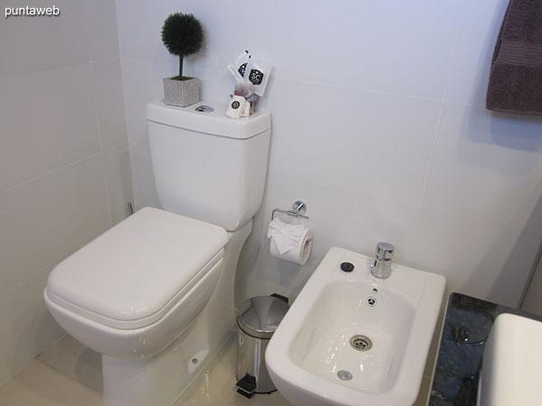 Detalle de la bañera en el baño de la suite.