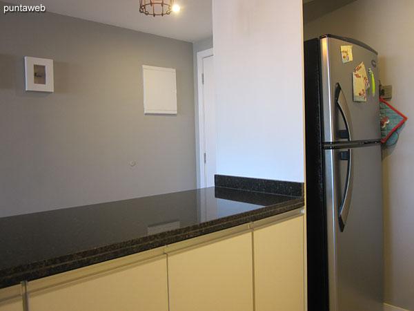 Disposición del horno microondas en la cocina.