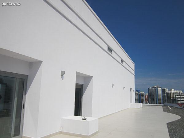Vista hacia el sureste desde la terraza del edificio.
