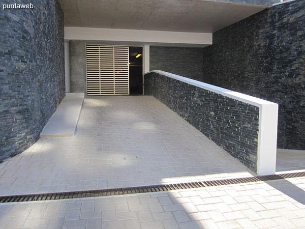 Fachada hacia el contrafrente del edificio Esmeralda.