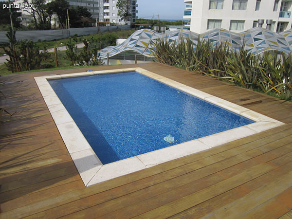 Pool for children in the garden of the building.<br><br>In this space there is also the swimming pool for adults and a pool of continuous swimming.