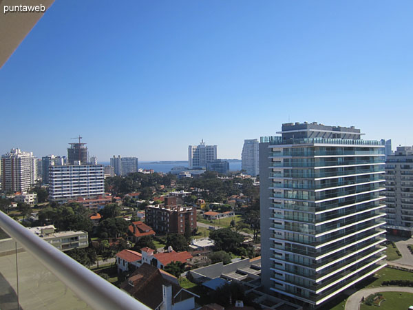 Vista hacia el norte sobre entorno de barrios residenciales desde el balc�n terraza.